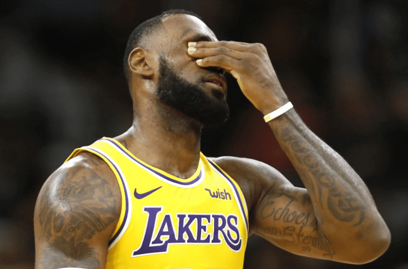 Video: Basketball Star That Supported China Over Hong Kong Disrespects The USA National Anthem