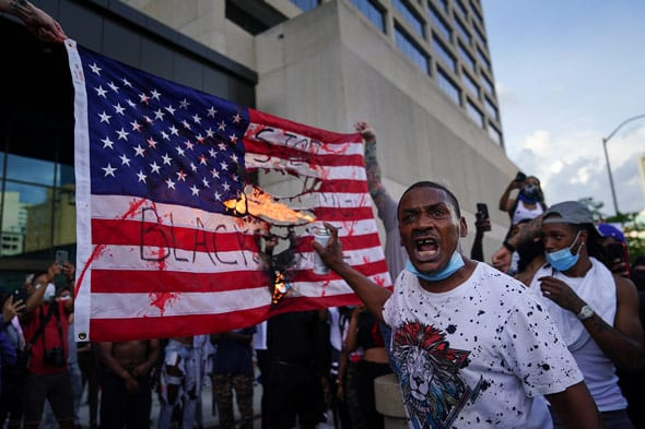 macy gray argues that old glory is  divisive  and suggests that it s a symbol of racism